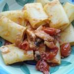 Paccheri con filetti di scorfano e pomodorini