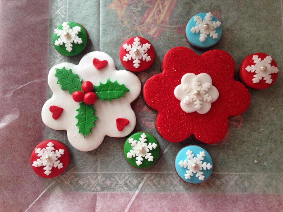 Biscotti per natale di pasta di zucchero supermamma - Decorazioni natalizie per dolci ...
