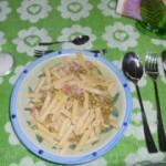 Pasta con piselli, prosciutto e pinoli