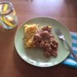 Pollo Satay cucinato nella slow cooker