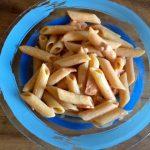 Penne al baffo: panna, pomodoro e prosciutto.